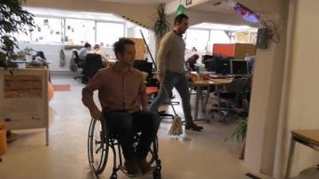 Funkibator-medlemmar testar en arbetsdag i rullstol